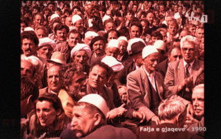 crowd image of Falja e gjaqeve 1990